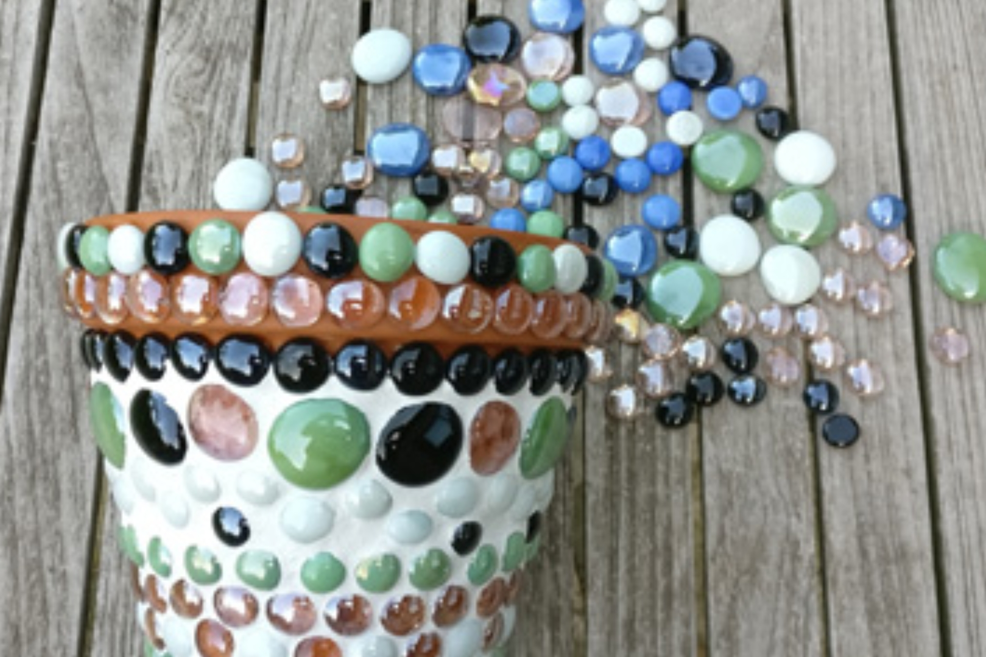 planting pot with glass beads