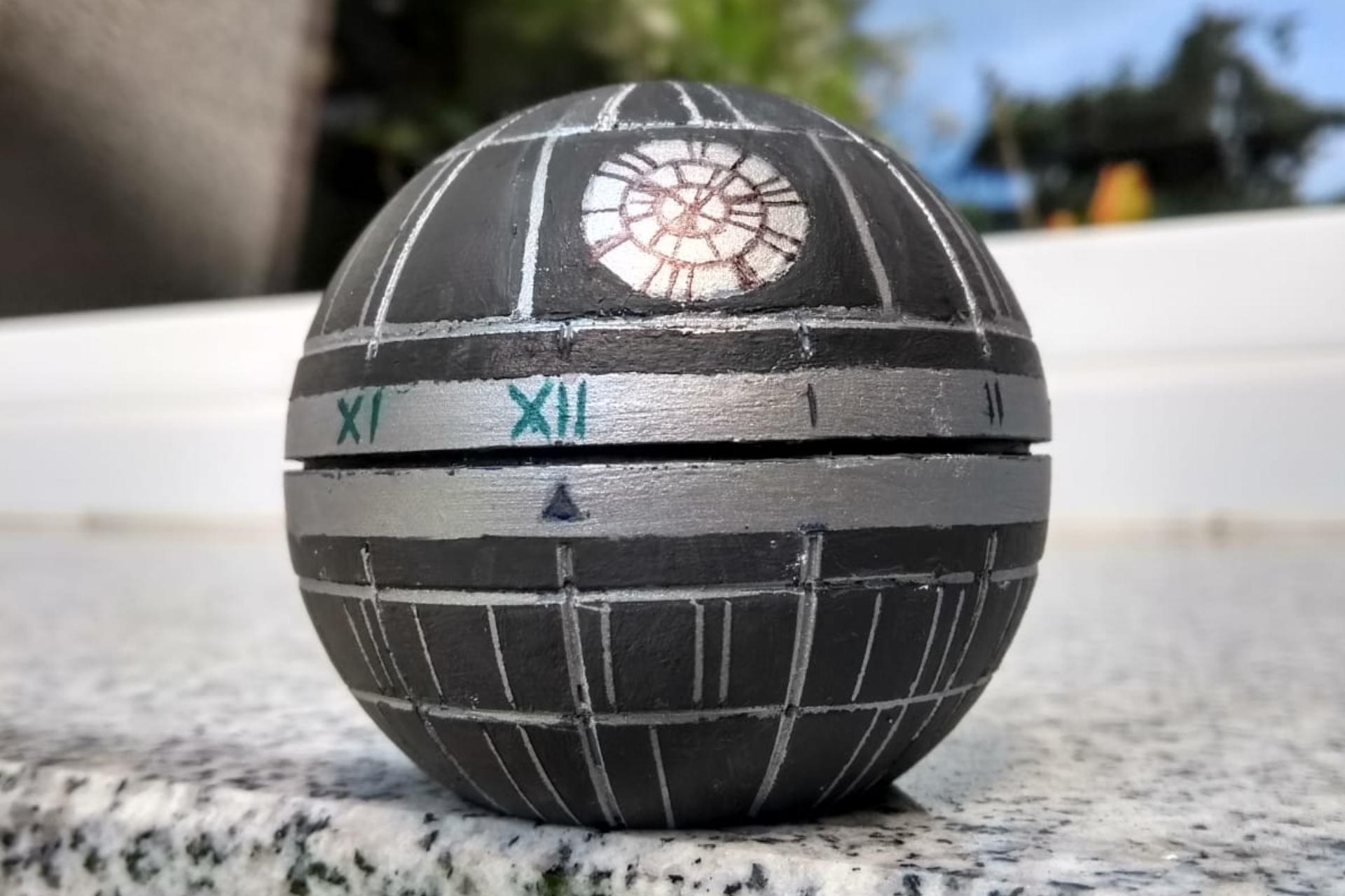 Eier-Uhr im Sci-Fi Look